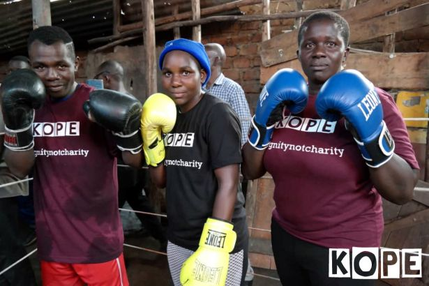 Click to enlarge image kope-uganda-boxing-rhino2.jpg