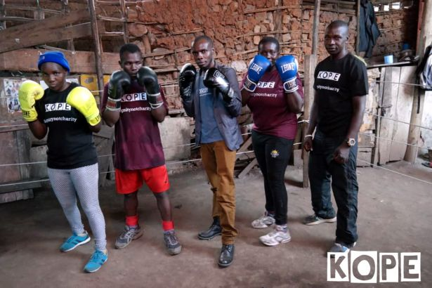 Click to enlarge image kope-uganda-boxing-rhino5.jpg